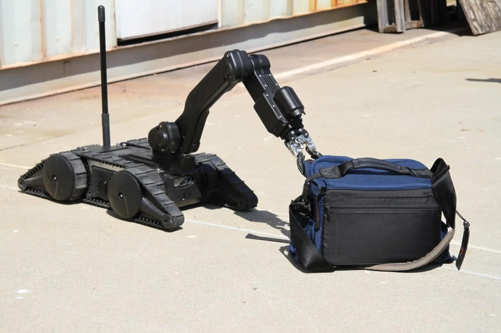 robotic arm opening bag